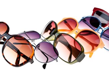 Задача консультантов такого салона состоит в том, чтобы показать, что целевая разница между очками, один из которых является брендом, вызвано не только именем, но и качеством продукции